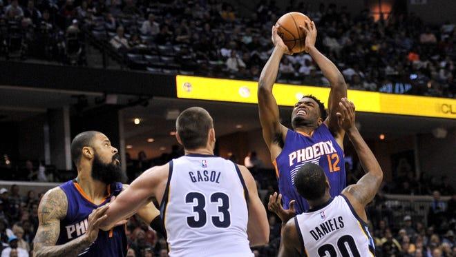 Feb 8, 2017: Phoenix Suns forward TJ Warren (12) goes to the basket against Memphis Grizzlies guard Troy Daniels (30) during the first half at FedExForum.