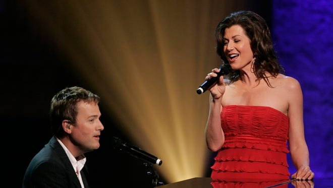 Michael W. Smith and Amy Grant perform at the Dove Awards show in Nashville, Tenn., Wednesday, April 23, 2008 in Nashville, Tenn. The Dove Awards are presented to performers in the gospel music field. (AP Photo/Mark Humphrey)