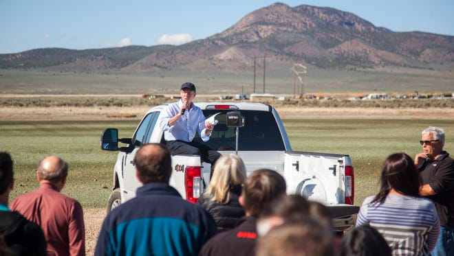 Bill Green talks to Utah legislators about the Utah Red Hills Solar Power Project during a site visit on Wednesday, April 19, 2017.