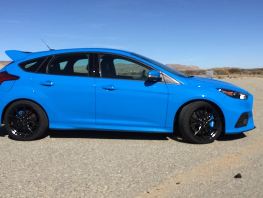 ford focus rs takes first hot laps on race track. Black Bedroom Furniture Sets. Home Design Ideas