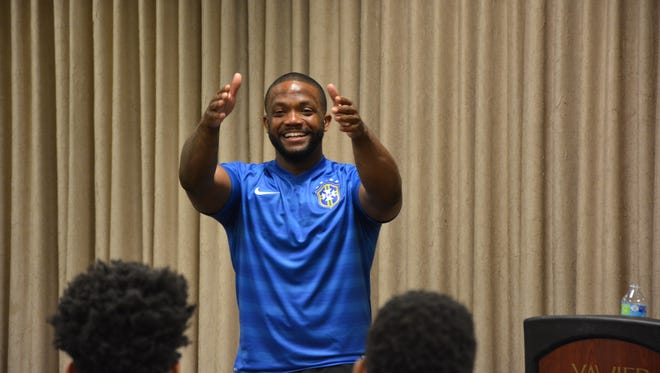 Former Ohio State running back Maurice Clarett talked to Xavier men's basketball players about making good decisions and surrounding themselves with positive influences.