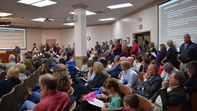 People crowd a Franklin Board of Mayor and Aldermen meeting regarding the Ashcroft Valley housing development in 2016. The project is now known as Colletta Park.