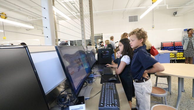 Fourth-grade students at the University School of Milwaukee Lubar Center practice using the 3-D printing software and 3-D printing machines.