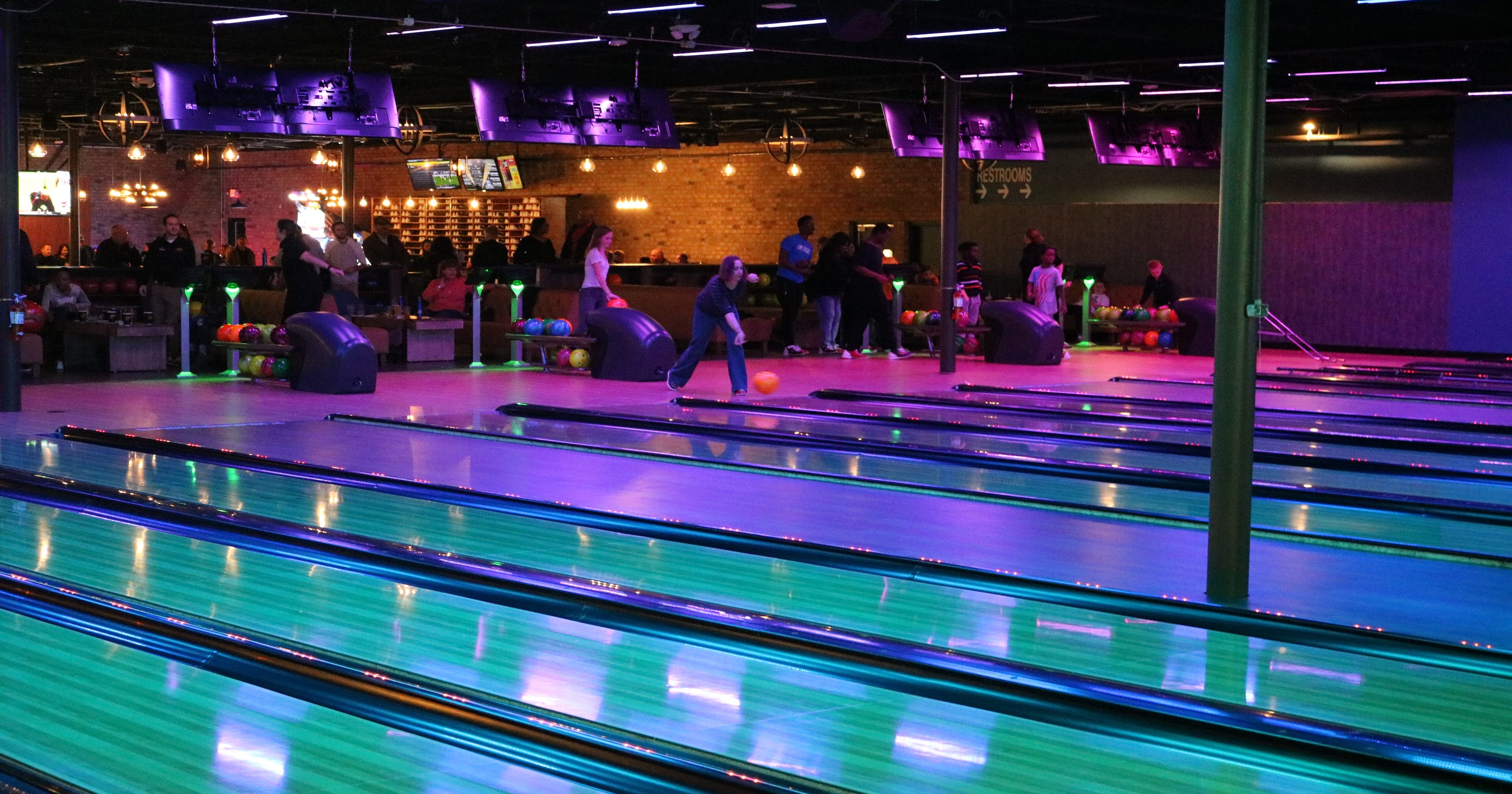 Pin Deck bowling alley in Miami Township set to open Nov  22