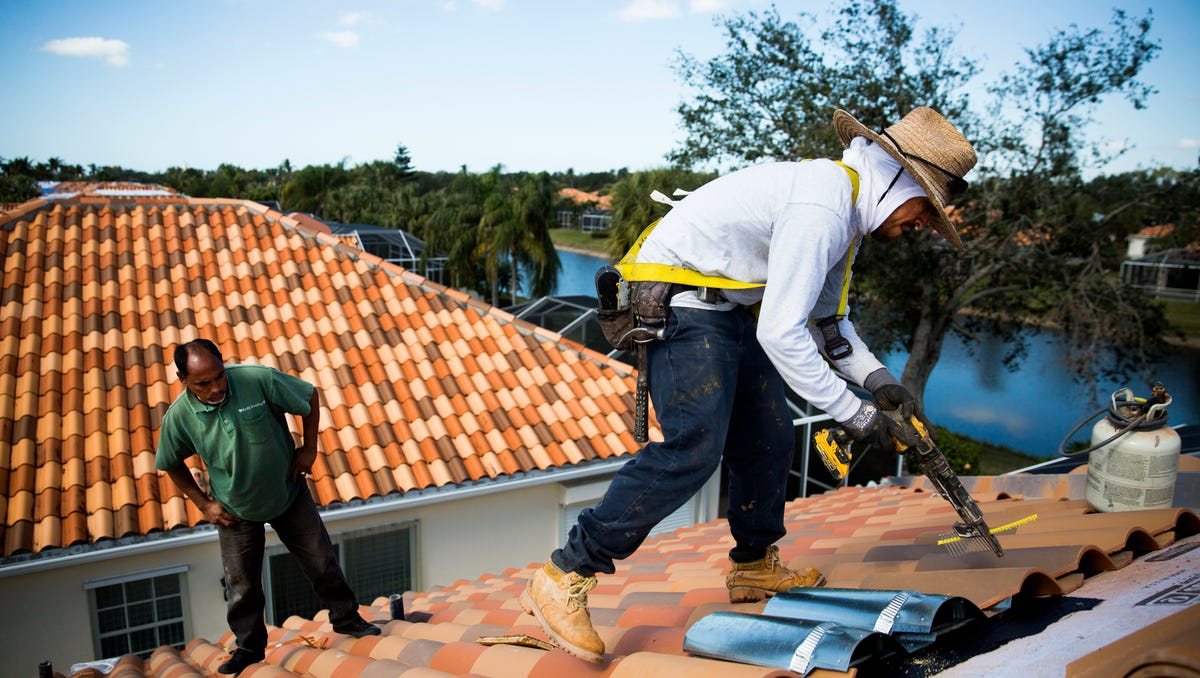 Photos Roofers In Short Supply Following Irma