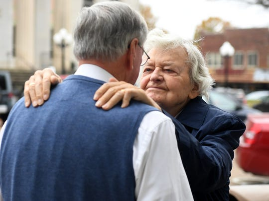 Hal Holbrook is greeted by Huntingdon Mayor Dale Kelley during his visit to The Dixie Performing Arts Center, Monday, November 6. Holbrook, 92, treated Carol Academy students to lunch before watching them perform in a play.