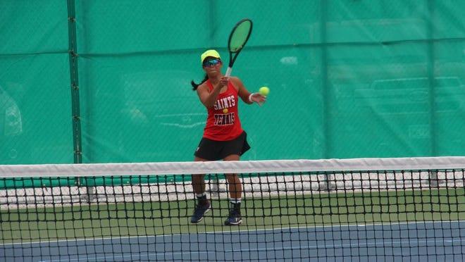 Ellie Becker returns fire against Roz Oye. Becker swept the Cardinal 6-0, 6-1.