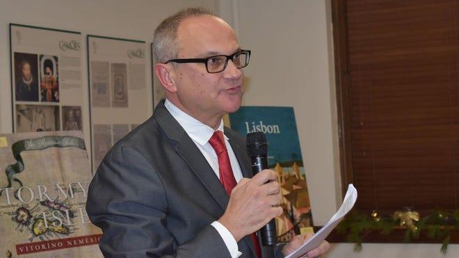 Dr Victor Mendes