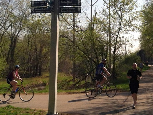 Bicycle trail, Des Moines.jpg