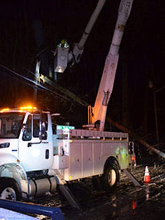 Icy trees falling, cutting power to 60,000+ across the state on ct outage map, ugi outage map, wps power outages map,