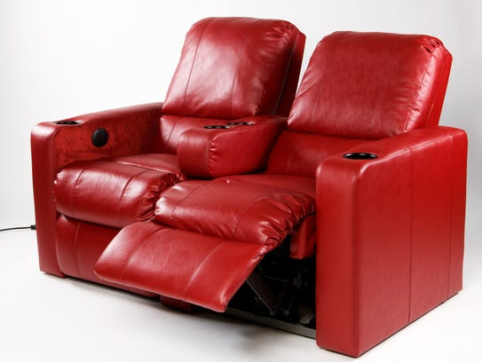 AMC Theatres will offer recliners at a planned multiplex