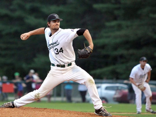 Vermont Mountaineers right-hander Sean Leland fires