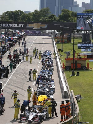 Drivers wait for the restart of the final laps of the Chevrolet Detroit Grand Prix IndyCar Dual II race Sunday, June 4, 2017 on Belle Isle in Detroit.