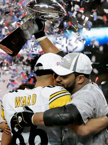 Former Steelers RB Jerome Bettis hoists the Lombardi