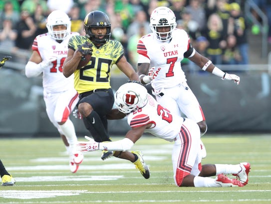 Oct 28, 2017; Eugene, OR, USA; Oregon Ducks running