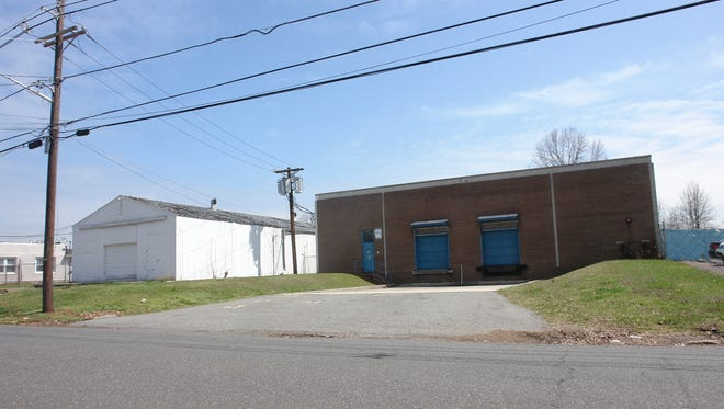 Bussel Realty brokered the sale of 930 Lincoln Boulevard in Middlesex.