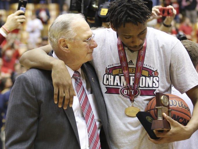 Austin Peay coach Dave Loos and senior Chris Horton