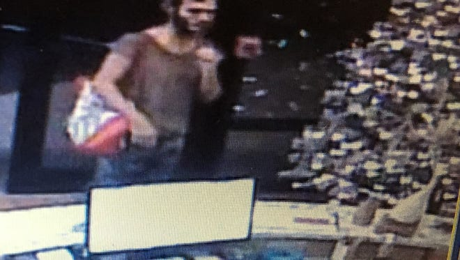 The suspect who entered Aloha Pet & Bird Hospital on Tuesday was carrying a shoulder bag, video footage reveals.