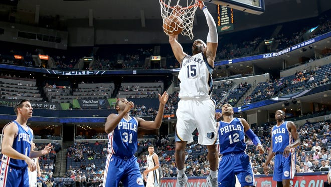 Memphis Grizzlies Vince Carter, center, gets an uncontested dunk surrounded by Philadelphia 76ers at FedExForum.