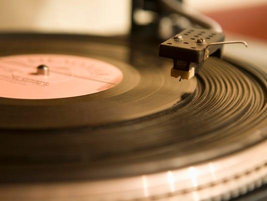 635840583804582988-recordplayer.jpg