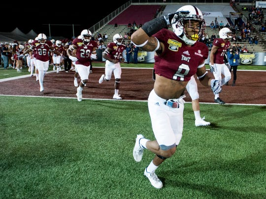 Troy wide receiver Emanuel Thompson, despite playing with a broken right arm, helped lead Troy to a Dollar General Bowl victory Friday.