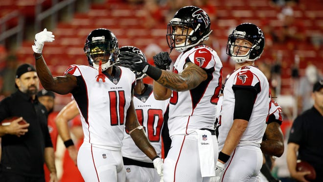 Atlanta Falcons wide receiver Julio Jones (11) and tight end Levine Toilolo (80) and quarterback Matt Ryan (2)  huddle up prior to the game against the Tampa Bay Buccaneers at Raymond James Stadium.