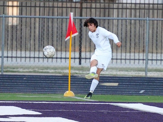 Wylie's Franky Becerra (14) takes a corner kick during the first half of the Bulldogs' 1-0 loss to Stephenville at Bulldog Stadium on Tuesday, March 20, 2018.