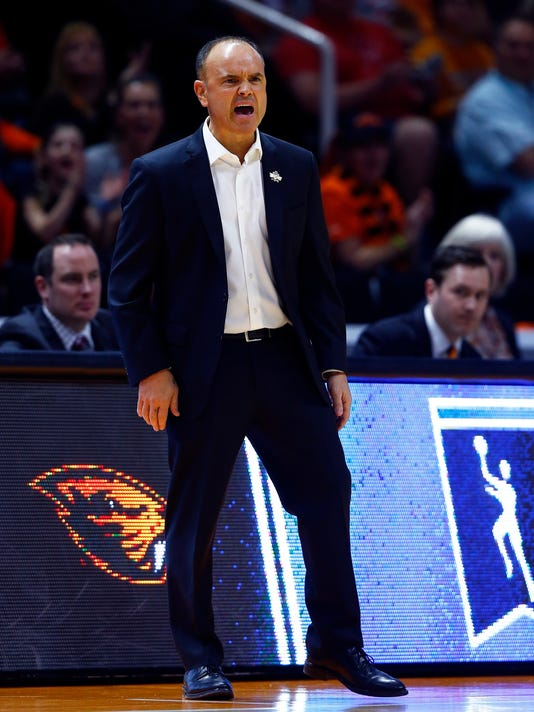 Oregon State head coach Scott Rueck yells to his players in the first half of a second-round game against Tennessee in the NCAA college basketball tournament Sunday, March 18, 2018, in Knoxville, Tenn. (AP Photo/Wade Payne)