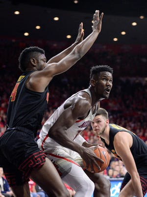 """""""He's what you think of as an NBA center,"""" Buffalo coach Nate Oats said of Deandre Ayton (middle)."""