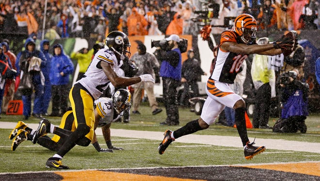 Bengals wide receiver A.J. Green (18) stretches the ball across the goal line for a go-ahead touchdown in the fourth quarter.