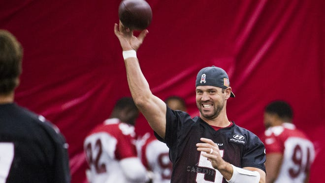 Arizona Cardinals quarterback Drew Stanton, right, throws the ball to quarterback Blaine Gabbert, left, during practice in the bubble at the training facility in Tempe, Friday, September 29, 2017.