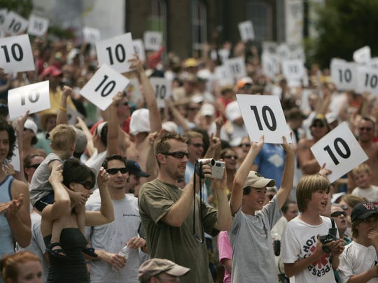 The crowd was encouraged to vote after each Flugtag