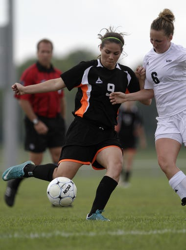 Republic's Sierra Casagrand makes a pass as Willard's