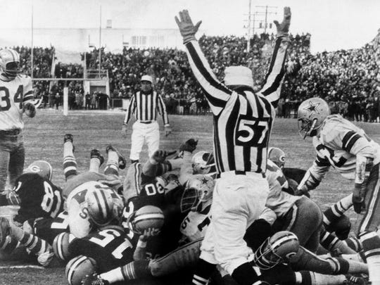 Packers quarterback Bart Starr (15) dives across the