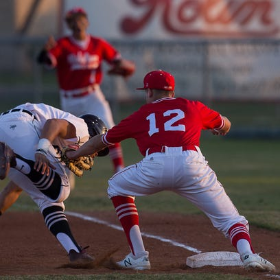 Salazar's 10th inning double pushes Robstown past Sinton in area baseball clash