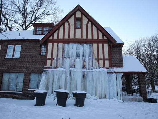 How to thaw frozen pipes and prevent pipes from freezing