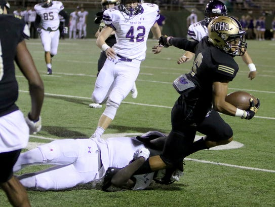 Rider's Danari Curry to tackled by Denton's Anthony