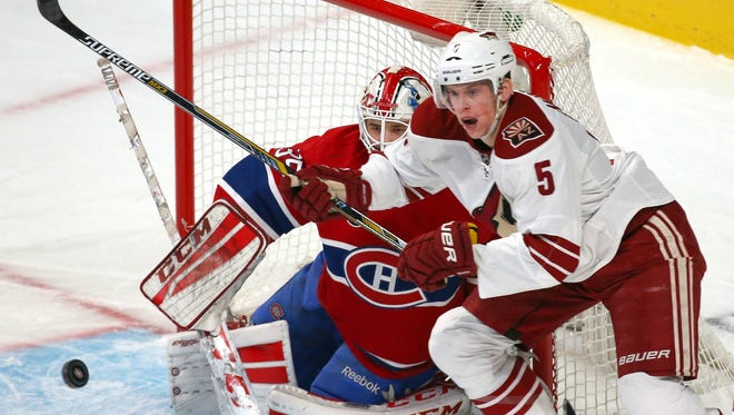 Feb. 1, 2015: Montreal Canadiens goalie Dustin Tokarski (35) and Arizona Coyotes defenseman Connor Murphy (5) watch the puck during the first period at Bell Centre.