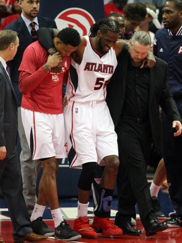 Atlanta Hawks forward DeMarre Carroll (5) is helped