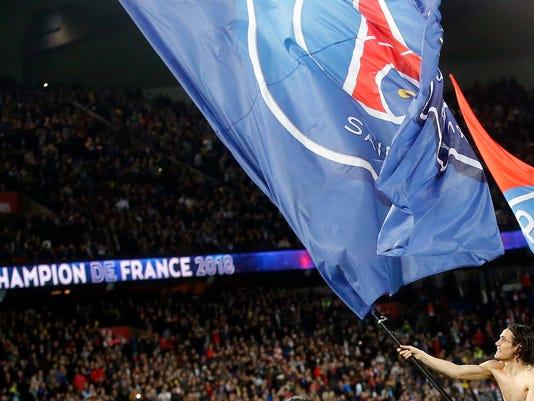 PSG's Edinson Cavani waves a PSG's flag and celebrates at the end of the French League One soccer match between Paris Saint Germain and Monaco at the Parc des Princes stadium in Paris, Sunday, April 15, 2018. PSG won 7-1. (AP Photo/Michel Euler)