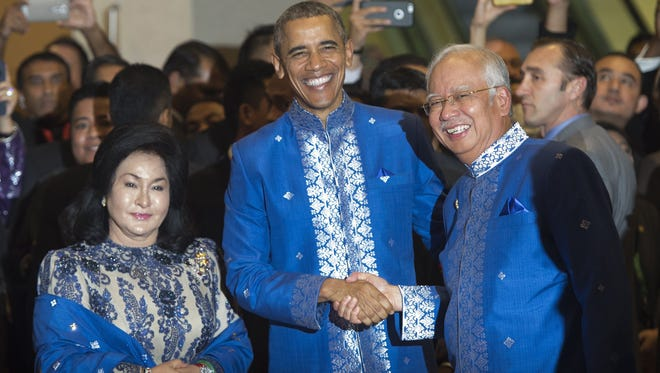 Malaysia's Prime Minister Najib Razak shakes hands with President Obama prior to the ASEAN and East Asia Summit Leaders dinner in Kuala Lumpur, Malaysia on Nov. 21, 2015.