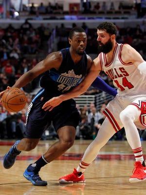 Dallas Mavericks forward Harrison Barnes drives to the basket around defender Chicago Bulls forward Nikola Mirotic during the fourth quarter of the game at United Center.