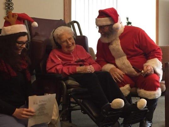 636543003549410669-AAP-AA-Hospice-Santa.jpg