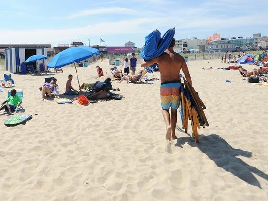 062414-beach.stand.guy-cs.2908.jpg