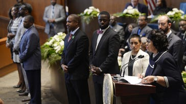 Detroit leaders accept 2.5% pay hike