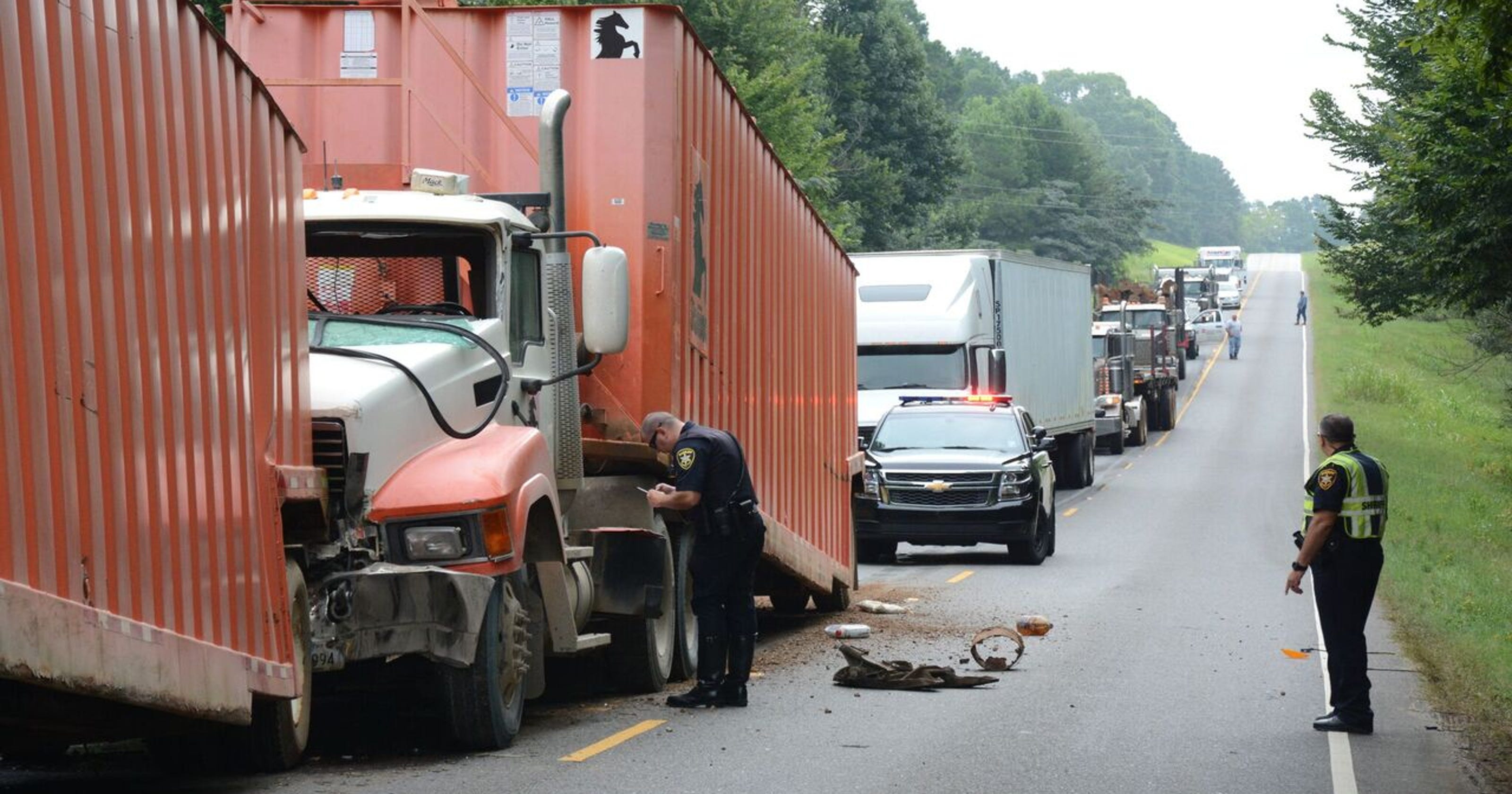 Highway closed after three 18-wheelers crash