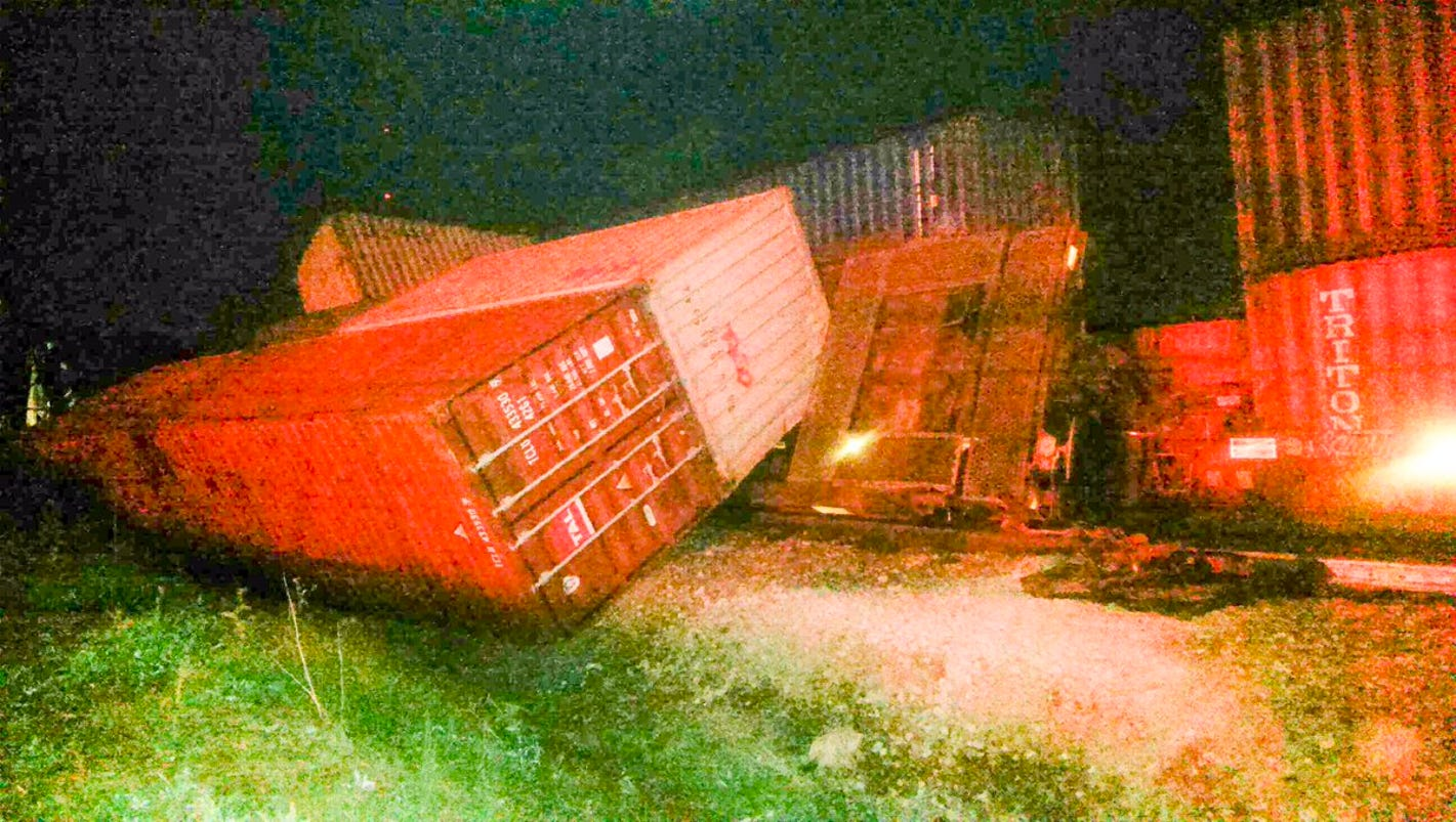 Police: Norfolk Southern train derails in Knoxville