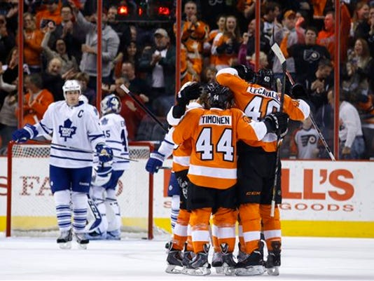 Maple Leafs Flyers Ho_Camp.jpg