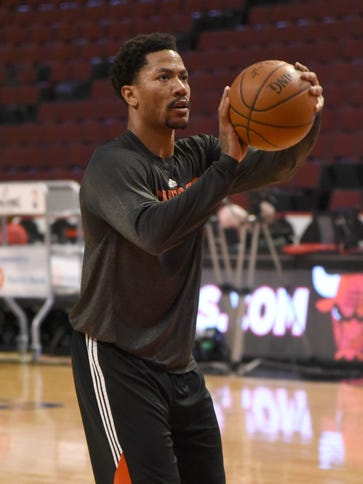 Chicago Bulls guard Derrick Rose (1) warms up before