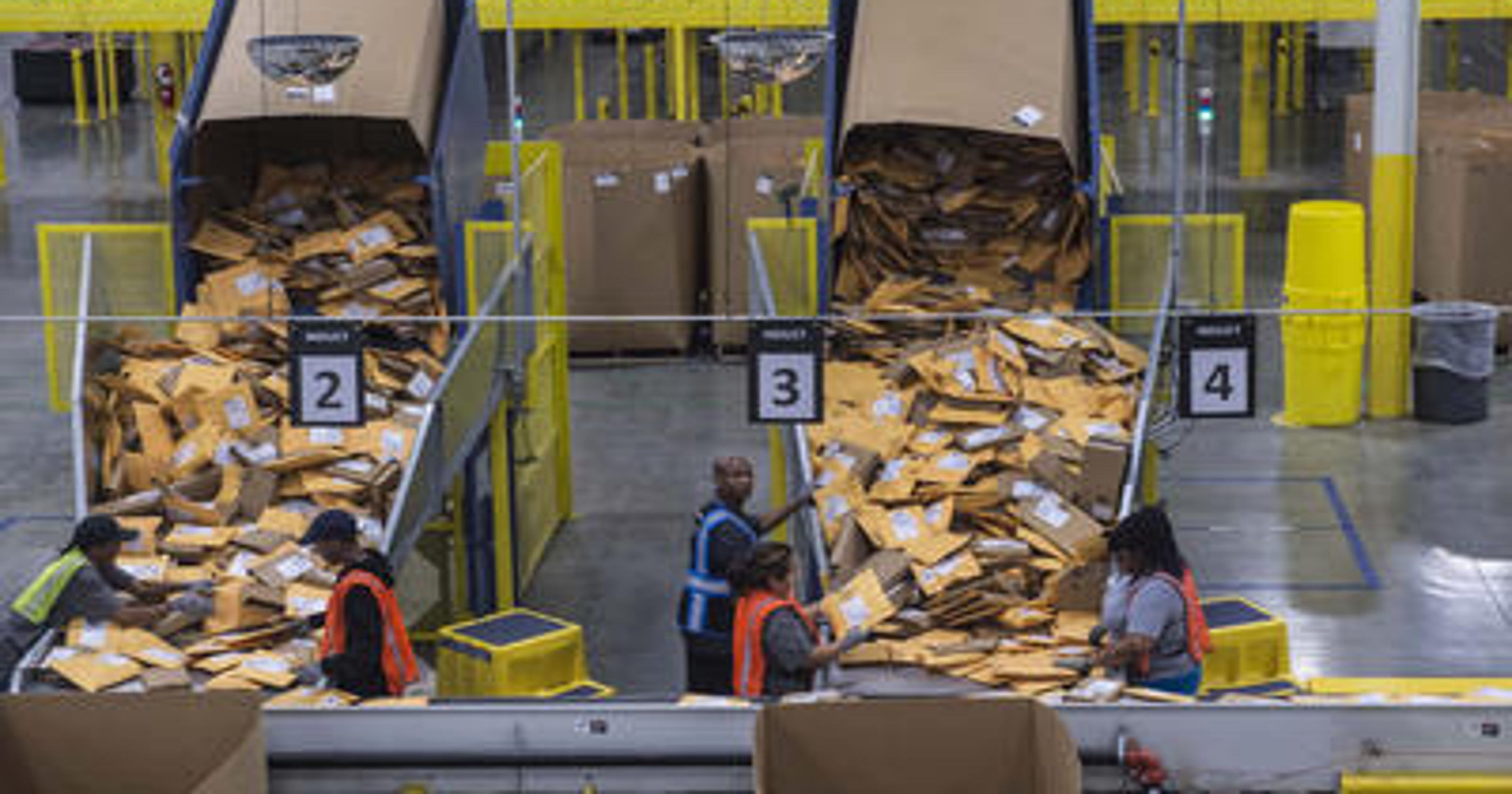 Amazon minimum wage rising to $15 per hour for U S  workers
